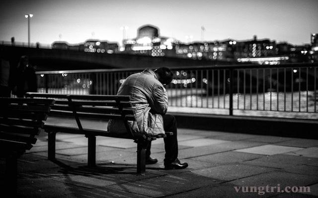 Làm thế nào để giúp đỡ những người mắc chứng trầm cảm thoát ra khỏi sự im lặng đáng sợ đó? 1